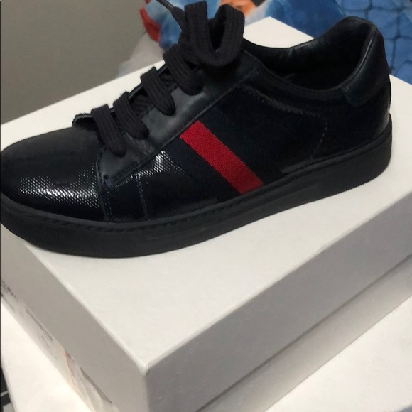 Gucci sneaker navy blue with red like new